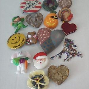Random Vintage Brooch Pin Lot.  16pcs